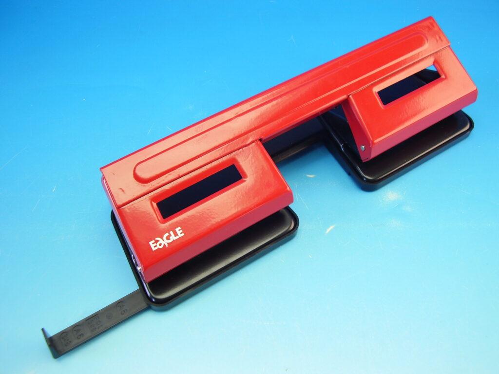 Děrovačka EAGLE 9401 dvojitá, červená