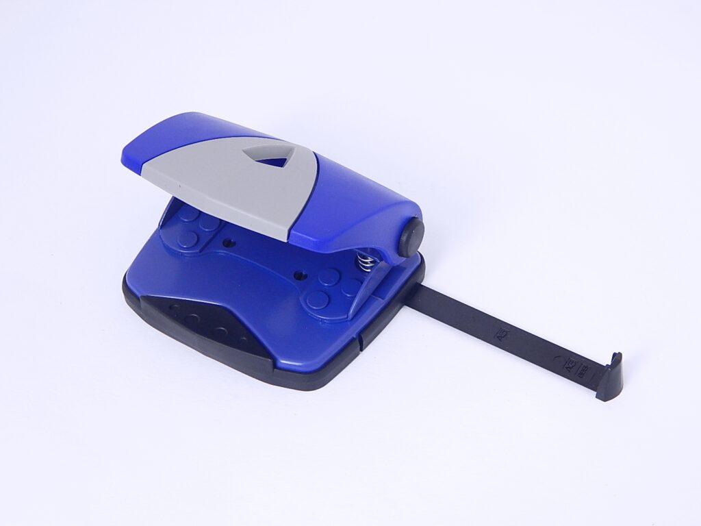 Děrovačka 840 střední  modrá