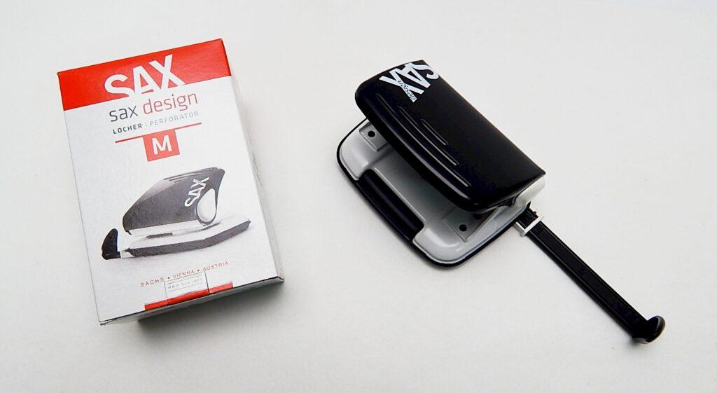 Děrovačka SAX design 318 černá
