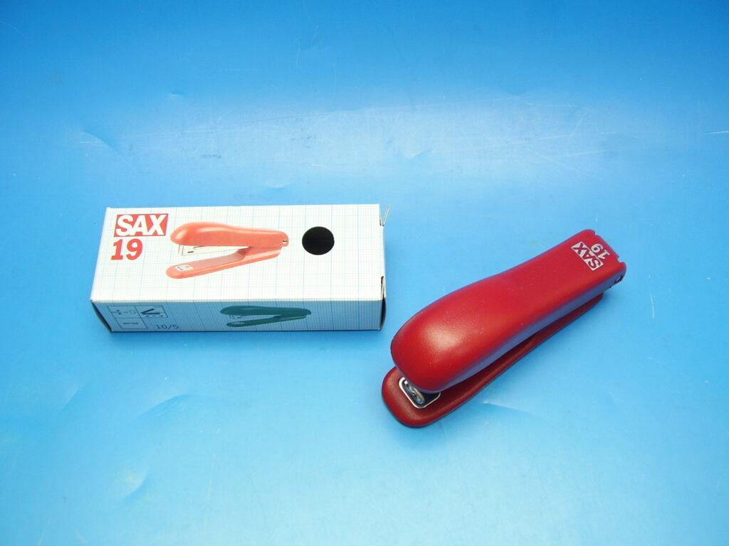 Sešívačka SAX 19 MINI červená