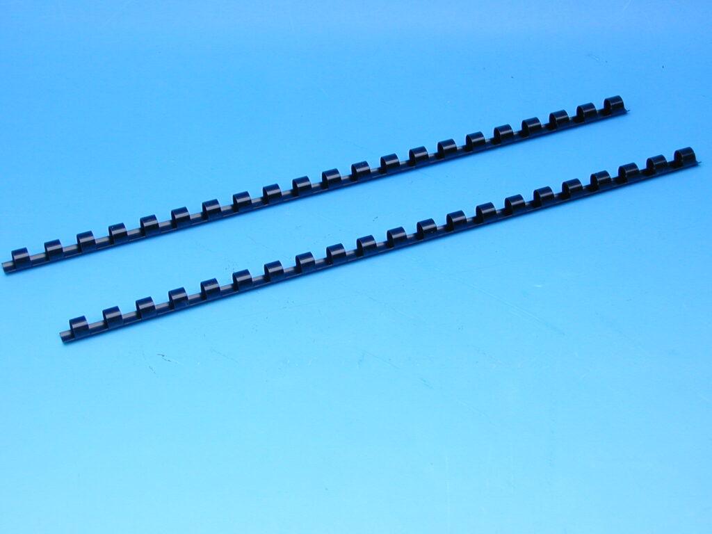 Hřeben 8 černý pro kroužk.vazbu