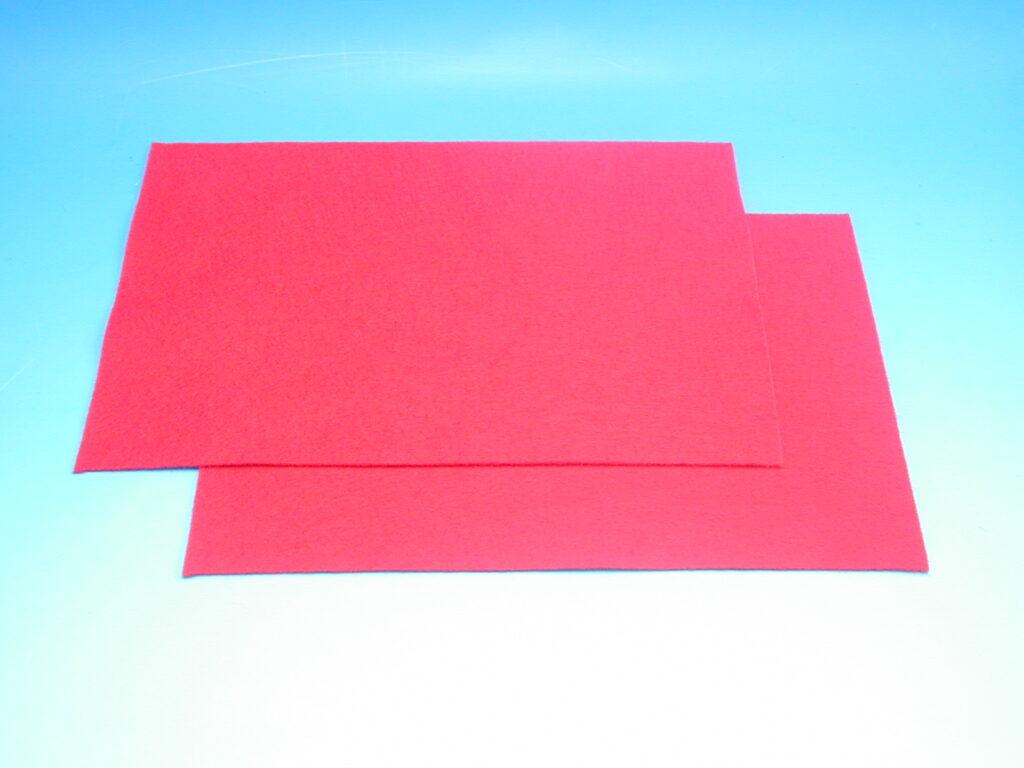 Plsť červená 140g 20x30cm 870503