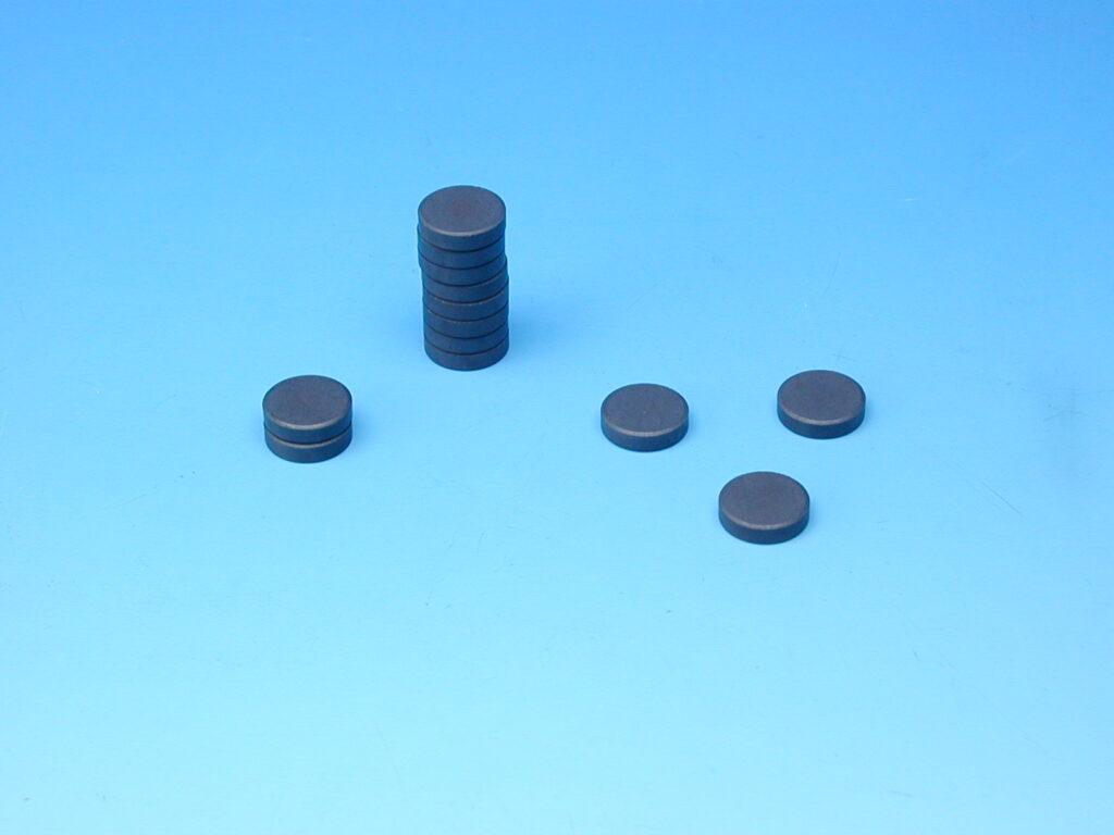 Magnet šedý průměr 2cm