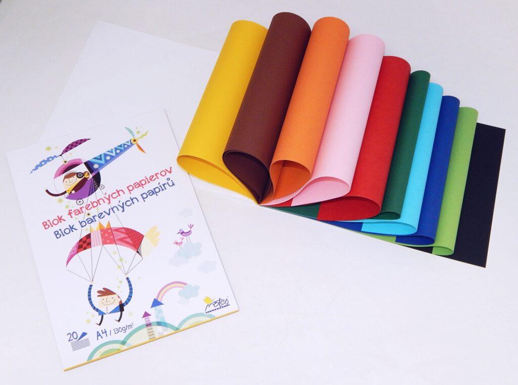 Blok barevných papírů A4 130 gr/20 listů