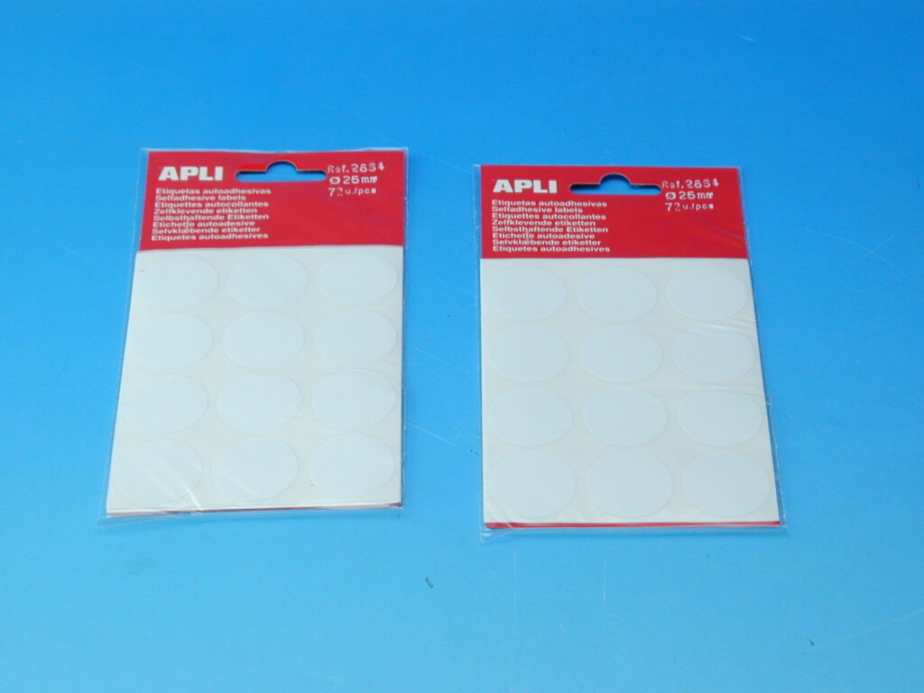 Etikety APLI pr.25mm bílé (2664)