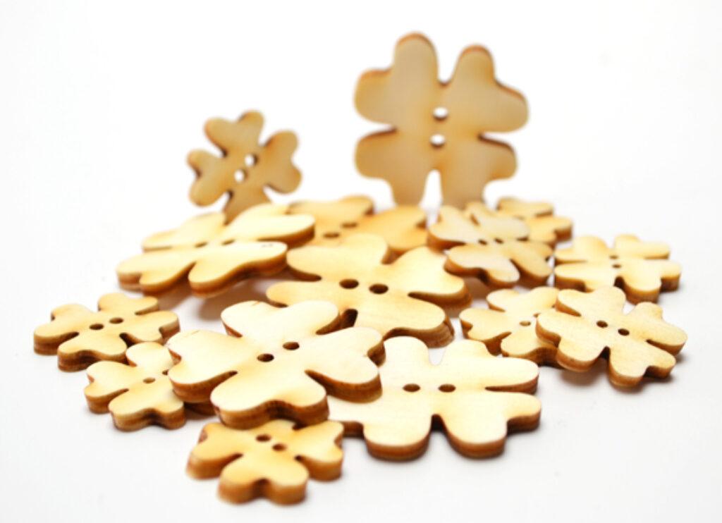 Výřez dřevěný Knoflíčky čtyřlístky MIX /10084/