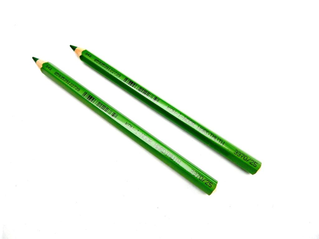 Pastelka 3370/25 zeleň luční OK10