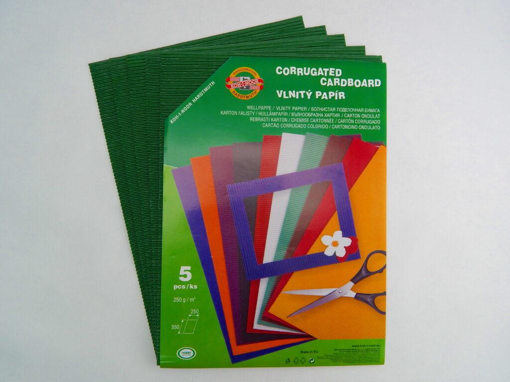 Vlnitý papír 9758 – tmavě zelený   741
